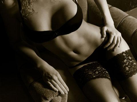 1b00530e0 Tělová barva (tzv. nahý styl) spodního prádla, která splývá s barvou kůže,  je v současné době opět velmi oblíbená. Mladé ženy a dívky se v ní cítí  přirozeně ...