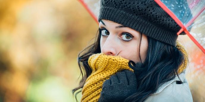 Zima se blíží  Zahřejte se ve slušivých šálách fe345b30bf