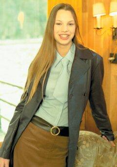 1dcd6af4797c Jednoduché dlouhé kabáty a lehké bluzóny v jemných pastelových tónech jsou  střiženy ve volném