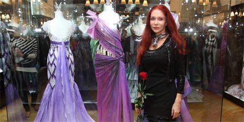 4d9724b2777e 2013 10 Blanka Matragi obléká princezny už třicet let. Pokochejte se  překrásnými šaty z její dílny.