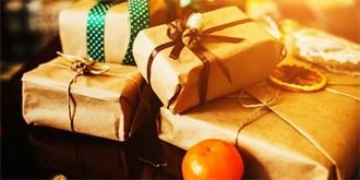 cf2324718cb 40 Trendy barvy a balení vánočních dárků  Jak zabalit lahve a jak měkké  dárky