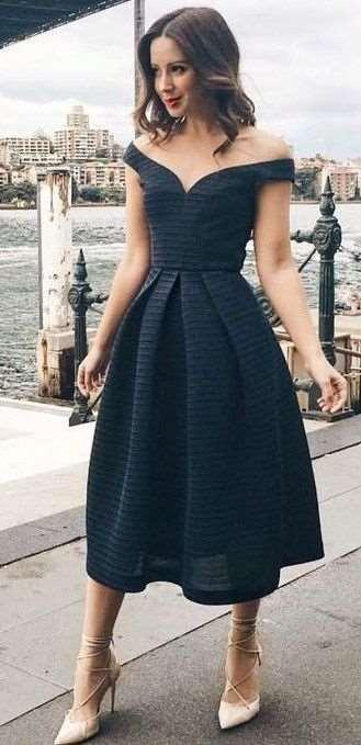 2fc9e90e3dc3 Malé černé šaty využijete pro mnoho příležitostí. Black tie je jedna z nich.