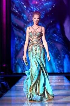 4ce34647722b Blanka Matragi obléká princezny už třicet let. Pokochejte se překrásnými  šaty z její dílny.