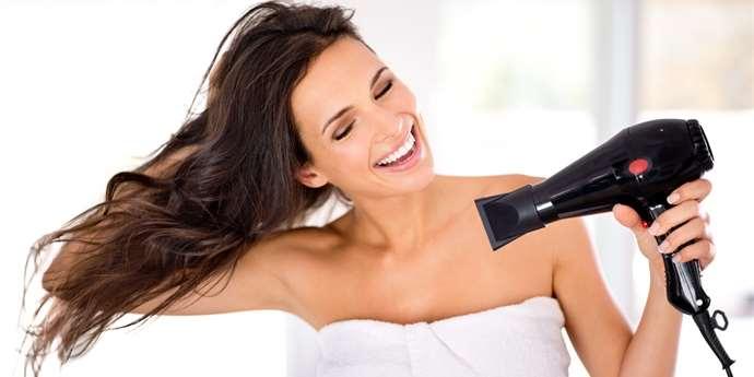 Máte po fénování zničené vlasy  Možná při vysoušení děláte tyto chyby 882d021cc2f